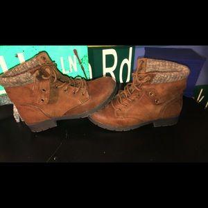 Arizona Jean Co Block Heel Lace Up Boots.
